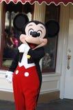 Мышь Mickey в смокинге на Диснейленде стоковая фотография