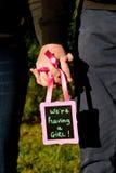 Мы имеем девушку - сообщение объявления для надеяться новую стоковые изображения rf
