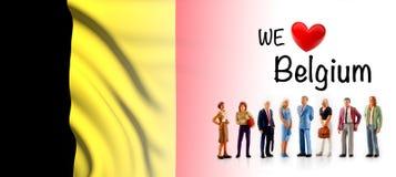 Мы любим Бельгию, представление группы людей a рядом с бельгийским флагом бесплатная иллюстрация
