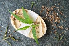 Мыло конопли травяное естественное с листьями Стоковая Фотография