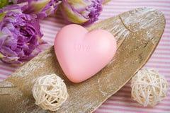 Мыло клубники в форме сердца Стоковые Изображения