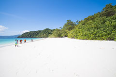 МЬЯНМА - 11-ОЕ ЯНВАРЯ 2016: Остров Fook животиков остров красивый Стоковые Изображения