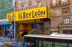 Мюзикл короля льва на Мадриде Gran через улицу Стоковое Изображение