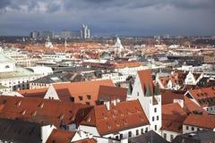Мюнхен. Германия. Бавария, взгляд от верхней части Стоковое фото RF
