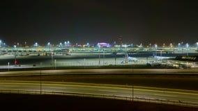 Мюнхен, Германия - 24-ое марта 2018: Авиапорт Мюнхена Frantz Josef Strauss к ноча Промежуток времени видеоматериал