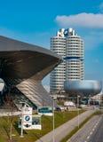 Мюнхен, Германия - 10-ое марта 2016: Ориентир ориентир Мюнхена башни BMW четырехцилиндровый который служит как мир размещает штаб Стоковое фото RF