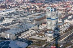 Мюнхен, Германия - 10-ое марта 2016: Ориентир ориентир Мюнхена башни BMW четырехцилиндровый который служит как мир размещает штаб Стоковая Фотография