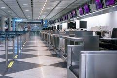 Мюнхен, Германия - 10-ое марта 2016: Стробы стержня международного аэропорта Мюнхена Пятнадцатый самый занятый авиапорт в Стоковая Фотография RF