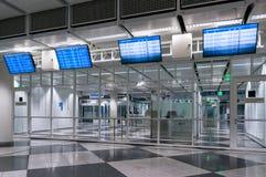 Мюнхен, Германия - 10-ое марта 2016: Стробы стержня международного аэропорта Мюнхена Пятнадцатый самый занятый авиапорт в Стоковая Фотография