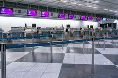 Мюнхен, Германия - 10-ое марта 2016: Стробы стержня международного аэропорта Мюнхена Пятнадцатый самый занятый авиапорт в Стоковые Изображения RF
