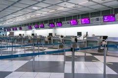 Мюнхен, Германия - 10-ое марта 2016: Стробы стержня международного аэропорта Мюнхена Пятнадцатый самый занятый авиапорт в Стоковые Фотографии RF