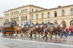 Мюнхен, Германия, 18-ое сентября 2016: Традиционный парад костюма во время Octoberfest 2016 в Мюнхене Стоковые Изображения