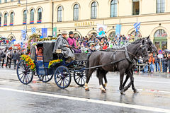 Мюнхен, Германия, 18-ое сентября 2016: Традиционный парад костюма во время Octoberfest 2016 в Мюнхене Стоковые Изображения RF