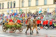 Мюнхен, Германия, 18-ое сентября 2016: Традиционный парад костюма во время Octoberfest 2016 в Мюнхене Стоковая Фотография RF