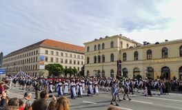 Мюнхен, Германия - 22-ое сентября 2013 Oktoberfest, парад повелительницы стоковые изображения