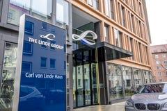 Мюнхен, Германия - 16-ое февраля 2018: Группа Линде поставщик мира ведущий промышленного, отростчатого и специальности Стоковые Фотографии RF