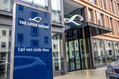 Мюнхен, Германия - 16-ое февраля 2018: Группа Линде поставщик мира ведущий промышленного, отростчатого и специальности Стоковая Фотография