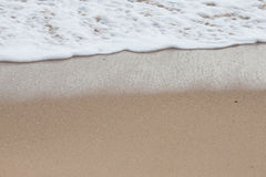 Мягкая волна моря на песчаном пляже Стоковое Фото