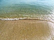 Мягкая волна моря на пляже песка для предпосылки Стоковые Изображения RF