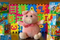 Мягкая игрушка и русский алфавит стоковая фотография rf