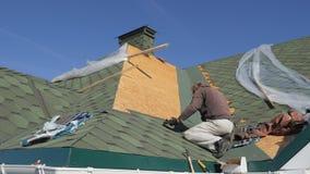 Мягкая крыша гонт Ремонт крыши жилого дома установка мягких плиток частично замена  акции видеоматериалы