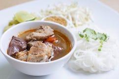 Мягкие лапши риса фокуса с пряным свининой sauce Стоковое Изображение