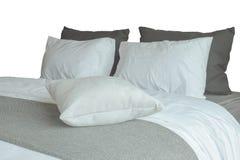 Мягкие белые подушки и удобная кровать на белой предпосылке Стоковое Фото