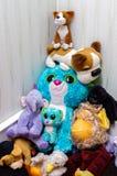 Мягкие игрушки аранжированные в пирамиде ребенком Стоковая Фотография RF