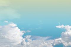Мягкие облако и небо с пастельным colo градиента Стоковая Фотография RF