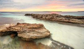 Мягкие пастельные цвета восхода солнца на Hyams приставают Австралию к берегу Стоковые Фото