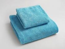 Мягкие полотенца ванны на предпосылке Стоковое Изображение RF