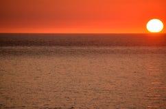 Мягкий заход солнца фокуса над водой Стоковое Изображение