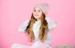 Мягкий связанный аксессуар Подсказки для заботить для связанных одежд Шляпа длинных волос ребенка теплая мягкая шерстяная наслади стоковое фото rf