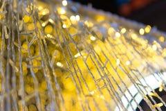 Мягкий фокус запачканных светов рождества bokeh золотых желтых, Стоковое Изображение