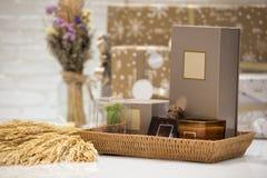 Мягкий фокус и запачканные предпосылкой корзины подарка, комплект подарка holida Стоковое Фото