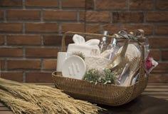 Мягкий фокус и запачканные предпосылкой корзины подарка, комплект подарка holida Стоковое Изображение RF