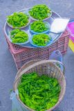 Мягкий фокус Spirogyra, зелёная водоросль, фрагментация, водоросли, еда spirogyra для рыб, травы Таиланда, местная еда продал на  Стоковое Фото