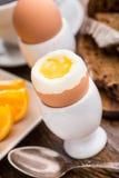 Мягкое вареное яйцо для завтрака Стоковые Фотографии RF