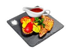 Мясное блюдо на белой (изолированной) предпосылке Стоковая Фотография