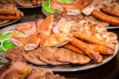 Мясо барбекю на плите Стоковая Фотография