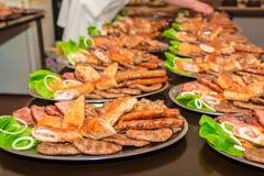 Мясо барбекю на таблице Стоковая Фотография RF