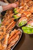 Мясо барбекю на таблице Стоковые Изображения