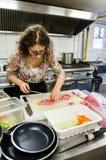Мясо вырезывания женщины Стоковые Изображения