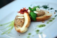 Мясо в белом хлебе стоковое фото