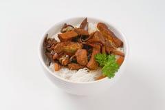 Мясо, грибы и лапши риса Стоковая Фотография