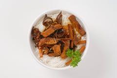 Мясо, грибы и лапши риса Стоковые Фотографии RF