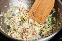Мясо краба braising со специями в сковороде стоковое изображение