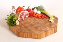 Мясо на прерывая доске Стоковая Фотография