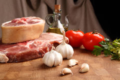 Мясо на прерывая доске Стоковые Фотографии RF