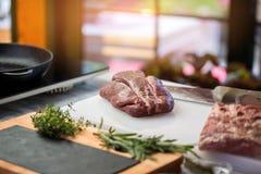 мясо ножа сырцовое Стоковая Фотография RF
